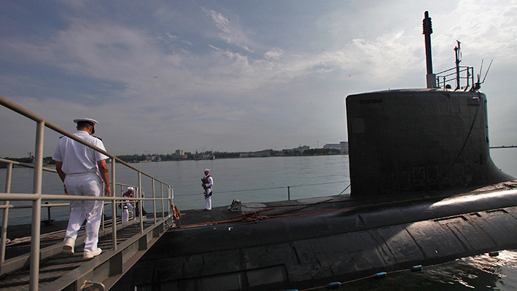 El submarino USS North Carolina (SSN-777) en la base naval Changi, Singapur