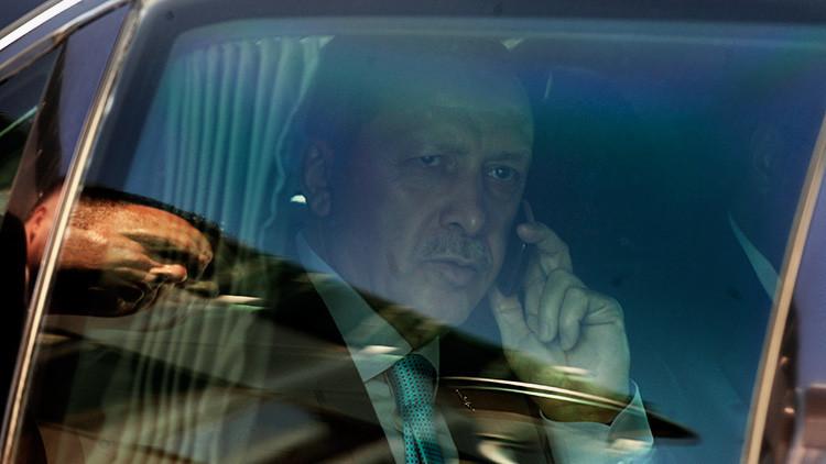Video: Humoristas rusos hablan con el presidente turco haciéndose pasar por el presidente de Ucrania