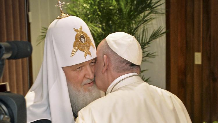 Un encuentro que pasará a la posteridad: La reunión entre el patriarca ruso y el papa en imágenes