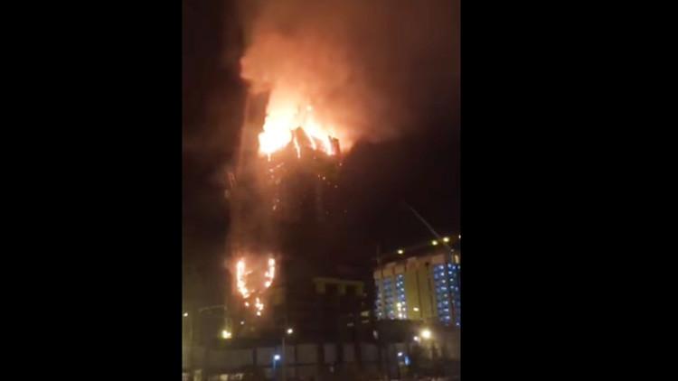 Video: Se incendia el edificio más alto de Asia Central