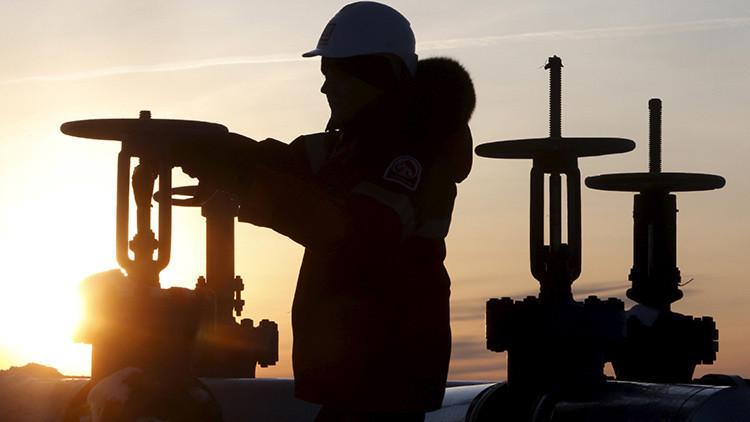 Rusia, Catar, Venezuela y Arabia Saudita acuerdan congelar la producción de petróleo
