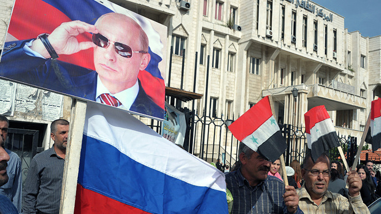 Habitantes de Latakia expresan su agradecimiento a Rusia por su operación antiterrorista en Siria.