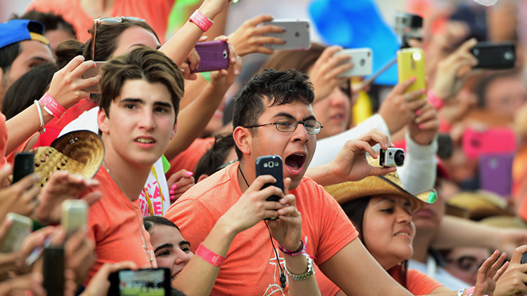 El papa también se enoja: mexicanos hacen perder el control al representante divino (video)