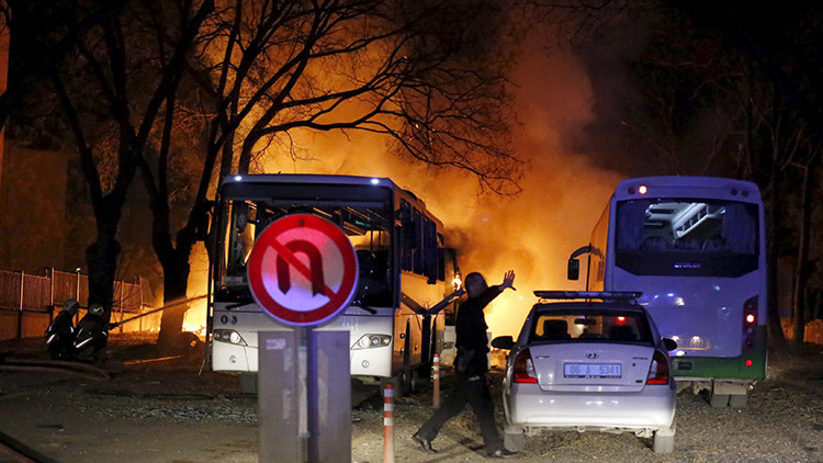 VIDEO: Cámaras de vigilancia graban el momento exacto de la explosión en Ankara