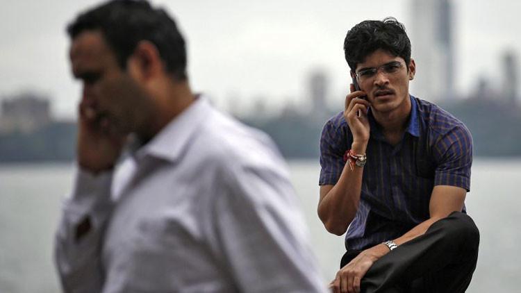 India presenta el teléfono inteligente más barato del mundo