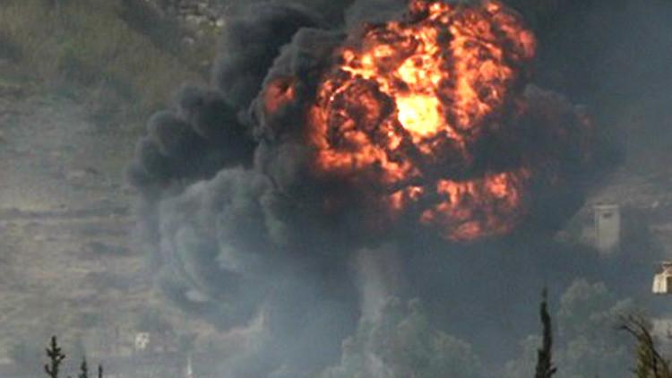 Video: El momento exacto en que un misil aéreo alcanza las trincheras de los terroristas en Siria