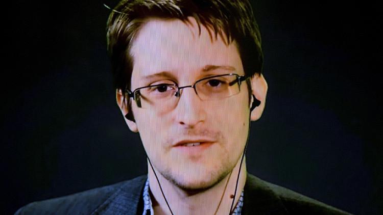 """Snowden: """"El FBI quiere poder hackear iPhones en media hora"""""""