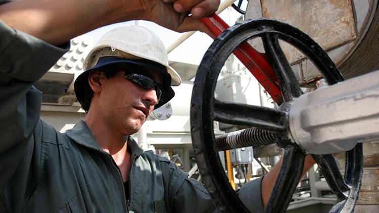 Irán explica por qué inicialmente no quiso congelar la producción de petróleo