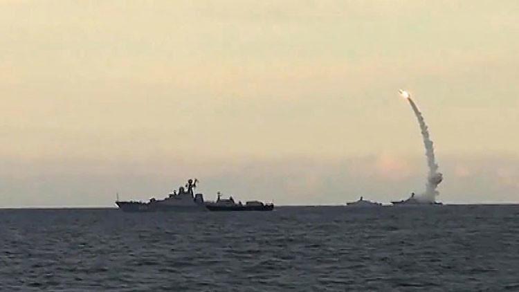 Misil Kalibr volando a la velocidad de un rayo hacia su cita con el Estado Islámico en Siria (Video)