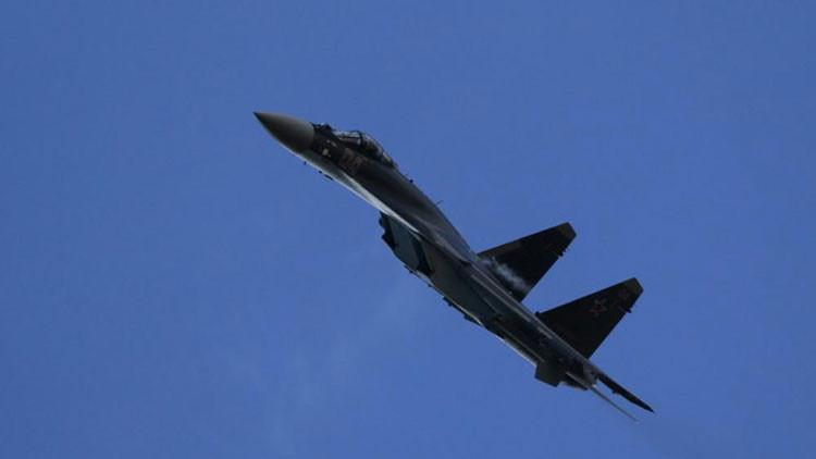 El caza ultramoderno ruso Su-35 muestra los dientes en Siria (VIDEO)
