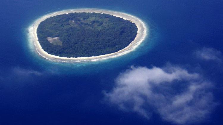 ¿Usted sobreviviría? Japonesa compra viaje para 'vivir como náufrago' en una isla desierta (video)