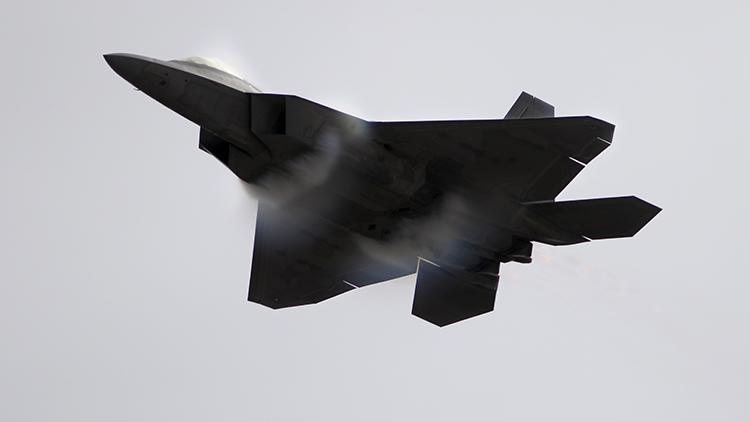 ¿No era indetectable? China es capaz de rastrear a los cazas invisibles F-22 Raptor de EE.UU.