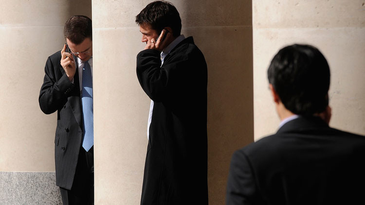 ¿Estamos condenados? Científicos afirman que abuso de teléfonos móviles provoca demencia