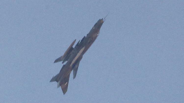 Castigo desde los cielos: Aviones sirios destruyen posiciones del Estado Islámico en Homs