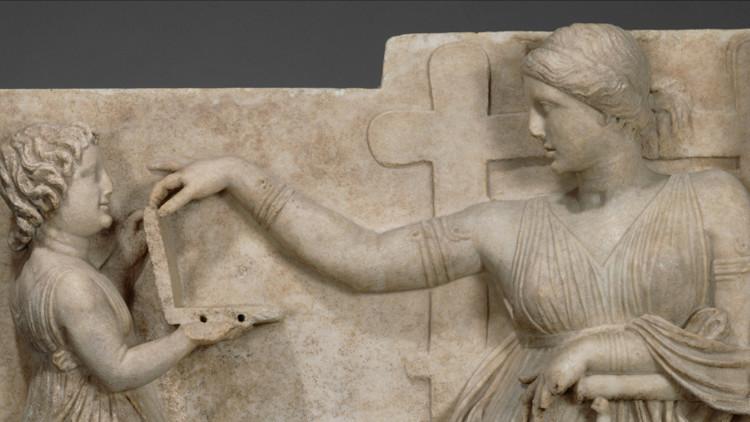 ¿Aparece un ordenador portátil en una escultura de 100 años a.C.?