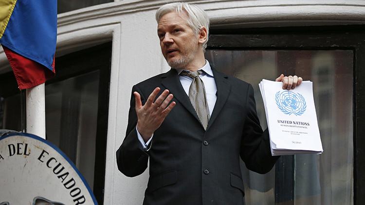 Los abogados de Julian Assange exigen revocar su orden de detención