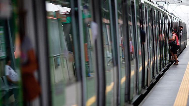 Video: Al menos 15 vándalos causan desperfectos en el metro de Lima