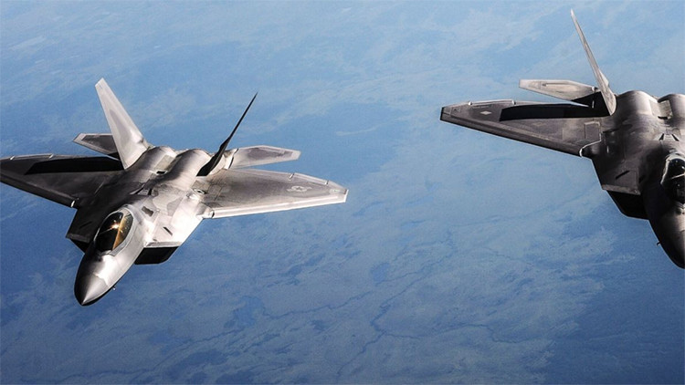 """EE.UU. usa en Siria cazas F-22 que costaron 400 millones de dólares """"pese a no necesitarlos"""""""