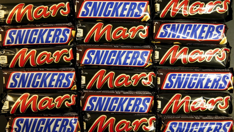 Retiran masivamente las barritas de chocolate Mars y Snickers de 55 países por contener plástico