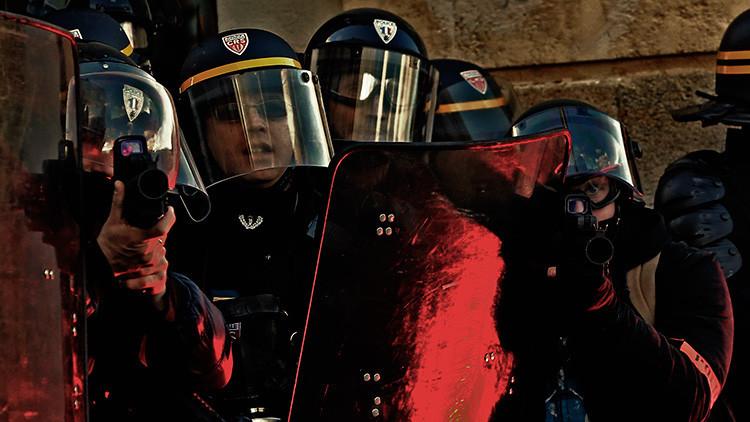 Francia: La Policía Antidisturbios lanza gas lacrimógeno contra una manifestación de agricultores