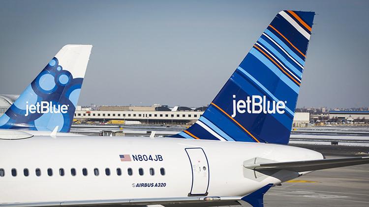 Una aerolínea reta a 150 pasajeros en pleno vuelo: viaje gratis a cambio de ponerse de acuerdo