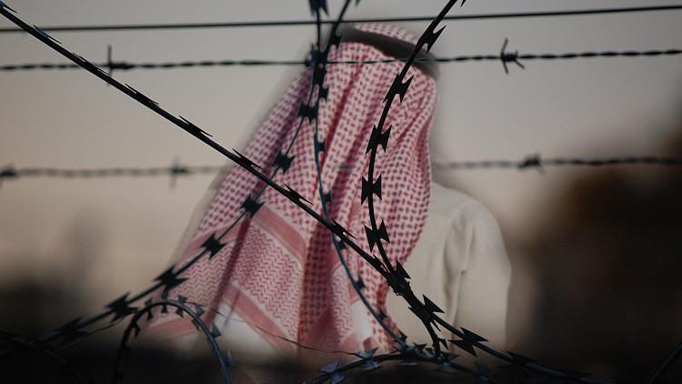 Arabia Saudita: Condenado a 10 años de cárcel y 2.000 latigazos por expresar su ateísmo en Twitter