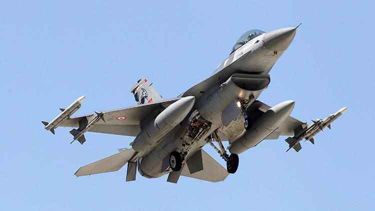 Turquía refuerza el patrullaje aéreo de la frontera con Siria después del inicio del cese el fuego
