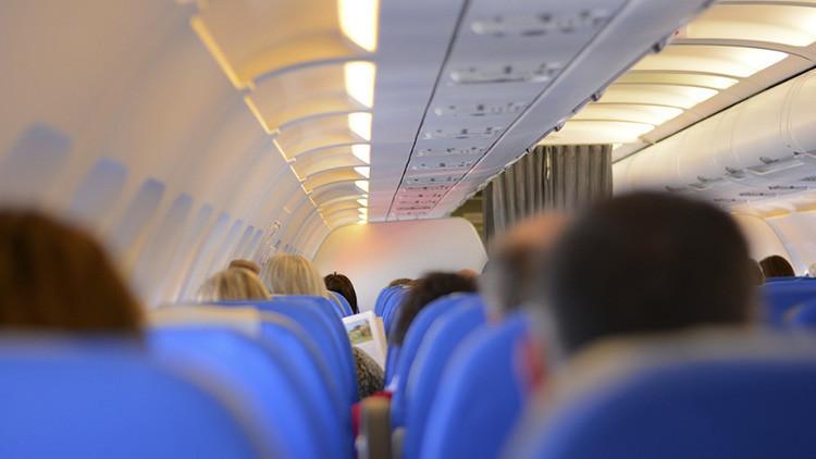 ¿Por qué modifican las luces durante los despegues y aterrizajes de los vuelos comerciales?
