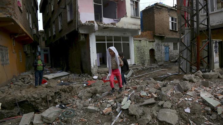 """Se registran """"7 explosiones en 10 minutos"""" en una ciudad turca pro-kurda sitiada por el gobierno"""