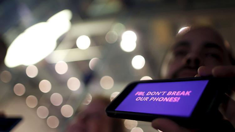 Juez: Gobierno de EE.UU. no puede obligar a Apple a 'hackear' un iPhone