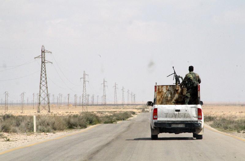 Las tropas sirias, en plena marcha desde Homs a Raqqa