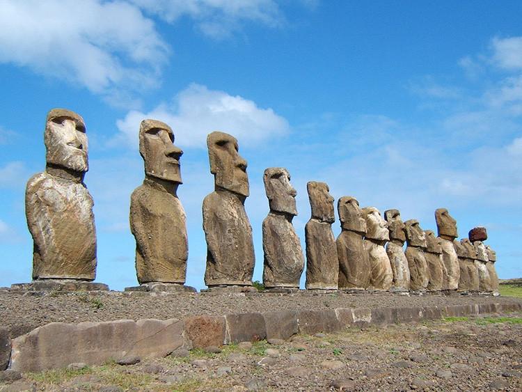 7. Каменные статуи с острова Пасхи
