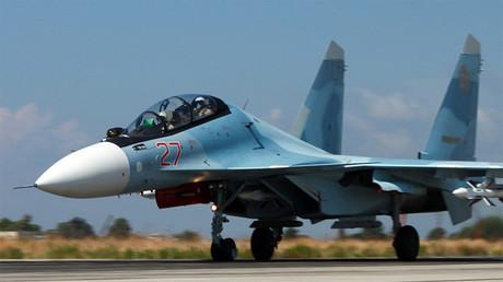 Avión de combate ruso Su-30SM en Latakia, Siria.