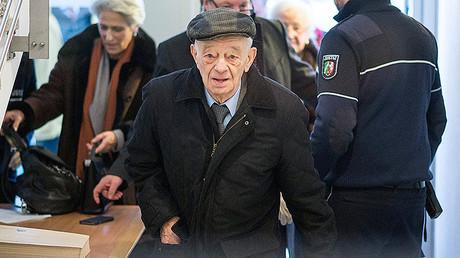 Justin Sonder, antiguo prisionero de Auschwitz, en el juzgado de Detmold, Alemania