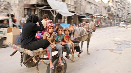 Un grupo de civiles en el barrio Al Shaar de Alepo, Siria