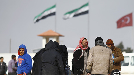 Sirios cerca de la frontera turca