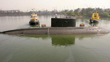 Submarino indio Sindhurakshak en la ciudad de Visakhapatnam