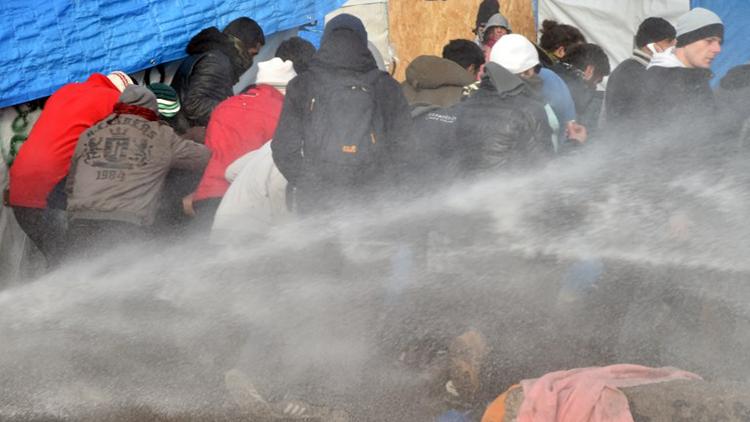 Campamento de refugiados de Calais tras de la emisión de la orden de desalojo (Fotos, video)