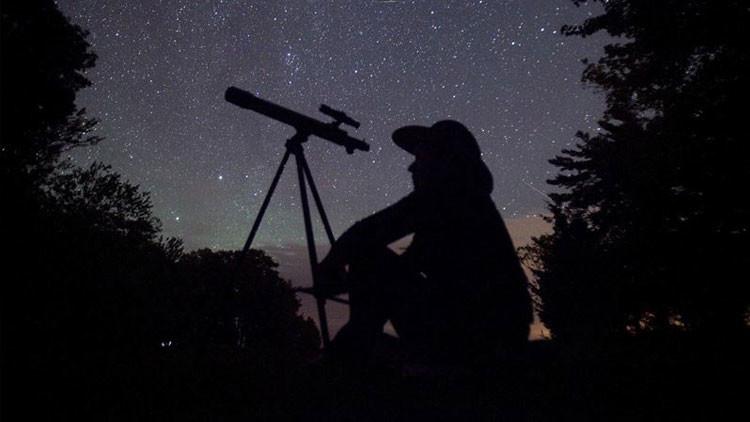 Misterioso objeto ilumina dramáticamente el cielo de Escocia asustando a los residentes (VIDEO)