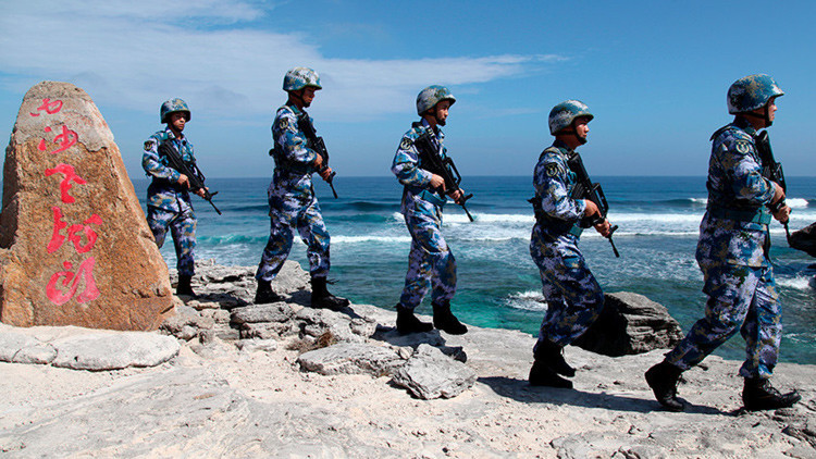 """EE.UU. amenaza a Pekín con """"consecuencias"""" por militarización del mar de la China Meridional"""