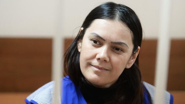 """""""Alá me ordenó matarla"""": la niñera asesina comparece sonriendo ante el juez"""