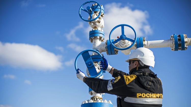 Dicho y hecho: Rusia congela la producción de petróleo de 2016