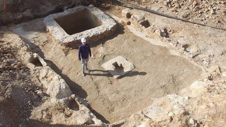 Hallazgo 'embriagador' en Jerusalén: encuentran una bodega debajo de un cuartel