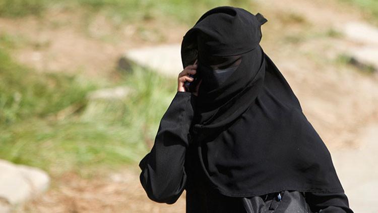 """""""¿Son las mujeres seres humanos?"""": La pregunta de una academia saudita inflama la Red"""
