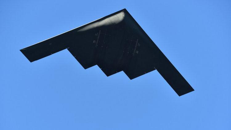 De cine: publican imágenes del bombardero 'invisible' B-2 en acción (Video)