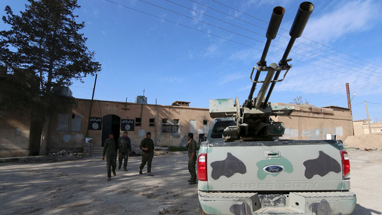 Victoria sobre los terroristas: comandos sirios destruyen una 'ruta vital' del EI (video)