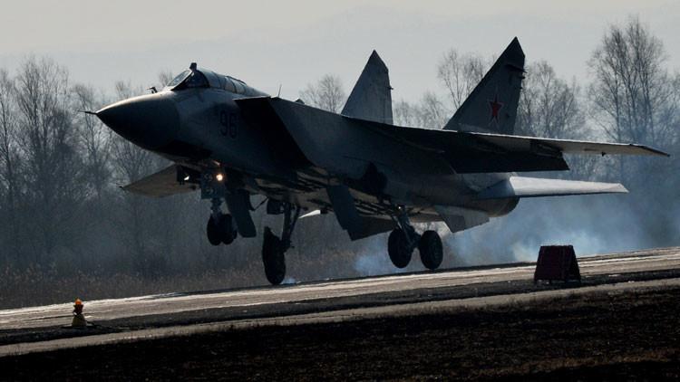 Vídeo: Cazas rusos MiG-31BM interceptan misiles sobre Siberia