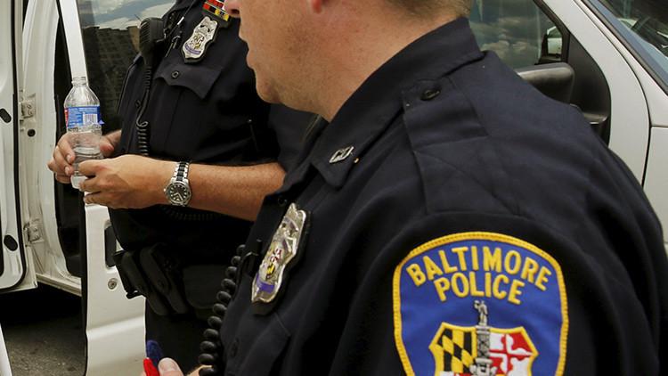 Video brutal: un policía escolar golpea a un adolescente en EE.UU.