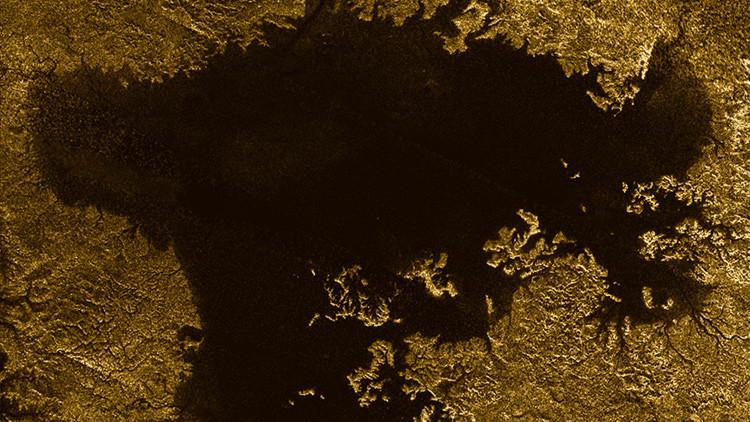 La NASA resuelve el misterio de la isla en un mar de la luna de Saturno