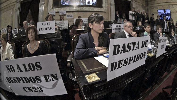 Una presentadora argentina llora en directo por la ola de despidos que vive su cadena (VIDEO)